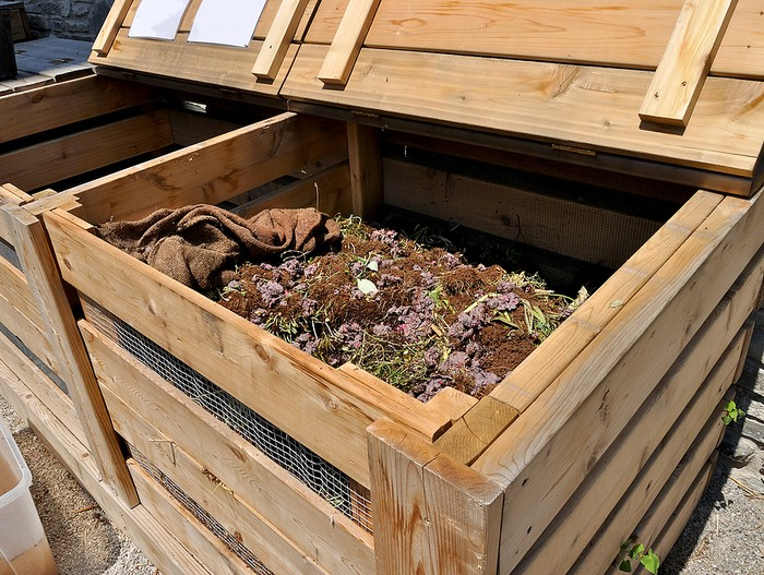 Польза компостной ямы на даче