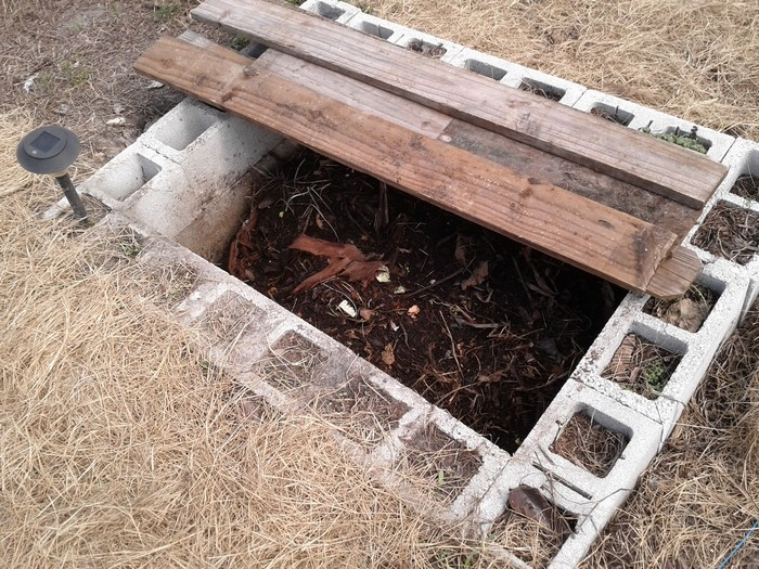 Яма для компоста из бетона