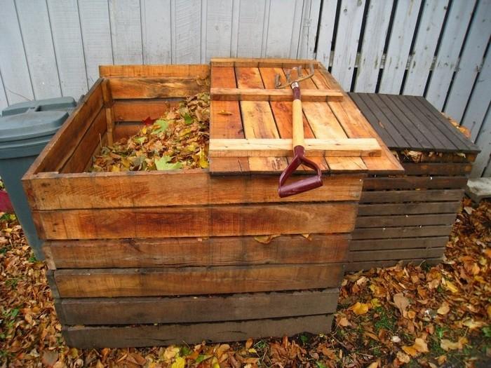 Самодельная компостная яма из дерева