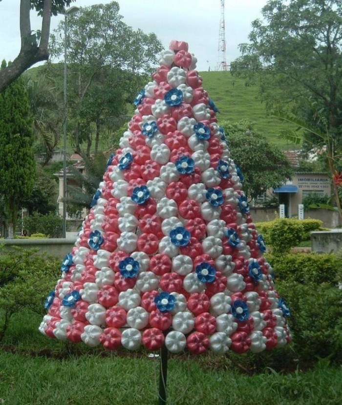 елка из пластика