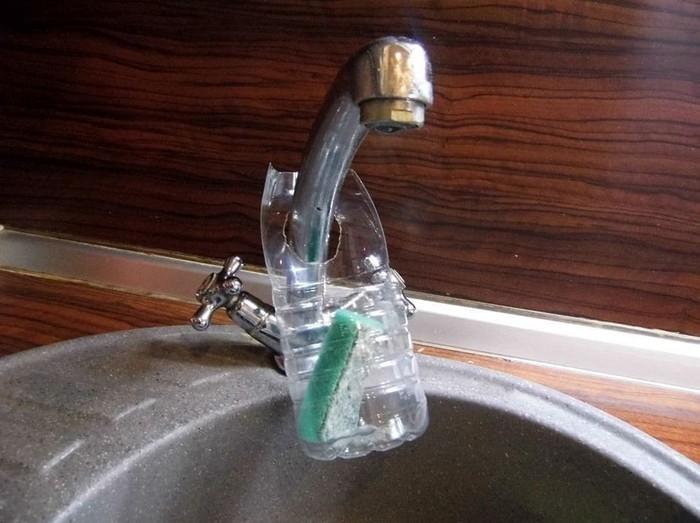 Подставка из пластиковой бутылочки для губки